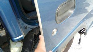 いすゞエルフのインロック開錠