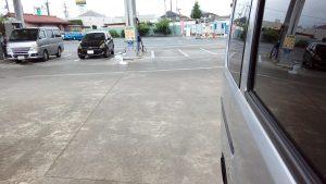 ガソリンスタンドでインロックのトヨタウィッシュ