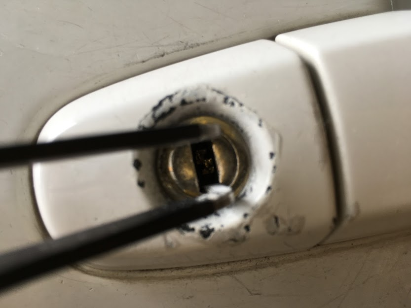鍵穴から折れた鍵の除去
